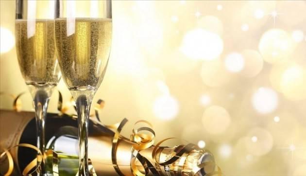 Federconsumatori Cenone 2020: il costo del menu aumenta del +2,9% per Capodanno.