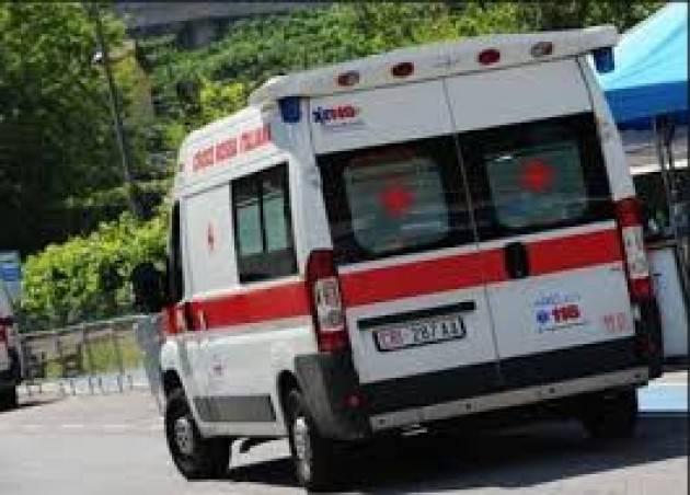 Si dà fuoco davanti alla madre nel Milanese, morto 46/enne