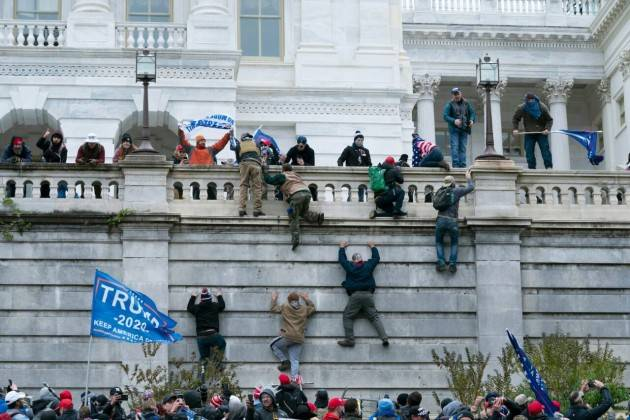 Assalti  Campidoglio: democrazia resiste a Trump | Domenico Maceri, PhD,USA