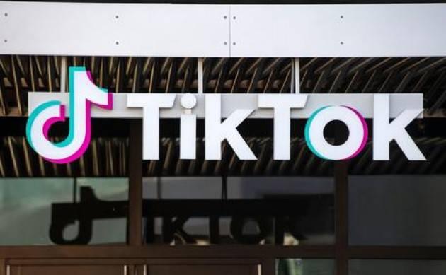 TikTok: i profili dei minori under 16 diventeranno automaticamente privati