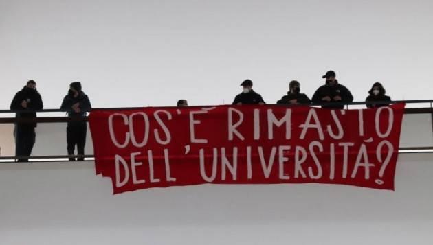 Blitz con striscioni alla Statale di Milano
