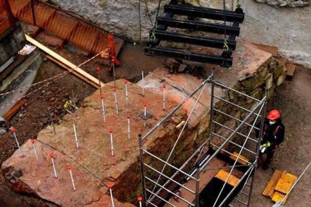 Rimosso muro antico in scavi M4 a Milano