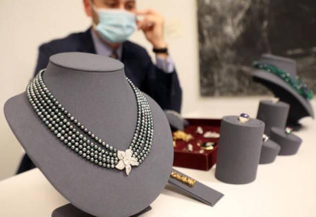 Tutti venduti i gioielli di Franca Valeri messi all'asta