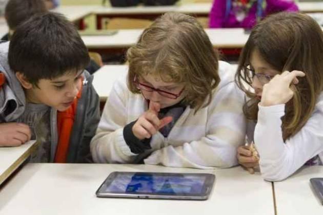 Milano Prosegue il processo di digitalizzazione delle scuole statali milanesi.
