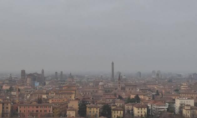 Italia, con 32 mq di verde a testa inquinamento fuorilegge in 35 capoluoghi