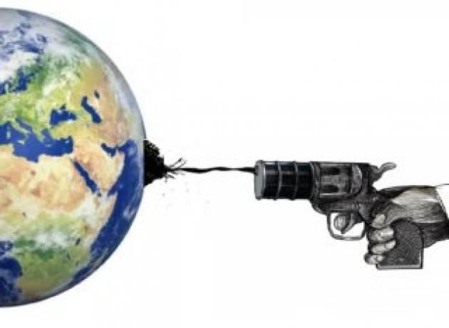 Verso la fine dei petroStati: l'urgente necessità di ridurre la dipendenza dal petrolio per la transizione energetica