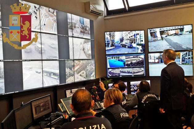 SI SALVA DALLE VIOLENZE DELL'EX ORDINANDO UNA PIZZA AL 112..LA TELEFONATA -VIDEO