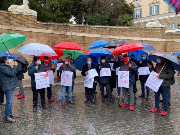 Roma Pensionati , uomini in piazza contro la violenza sulle donne