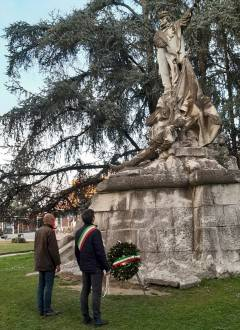 Cremona 160°Unità d'Italia, corona d'alloro alla statua di Giuseppe Garibaldi