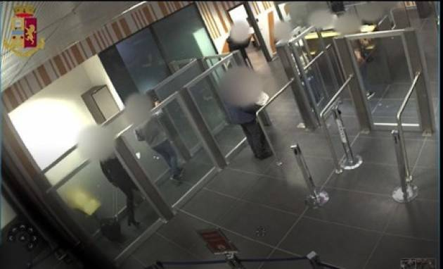 Falsi timbri, arrestato agente aeroporto Bergamo
