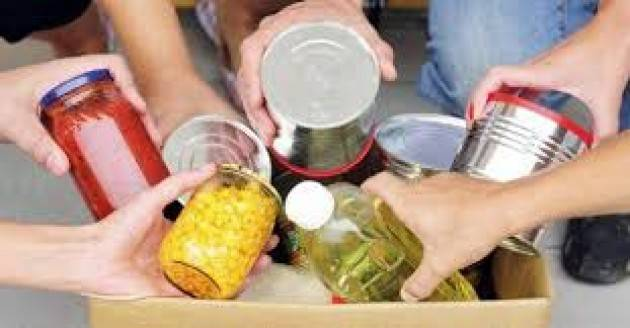 Solidarietà, cibo in dono alle famiglie in difficoltà