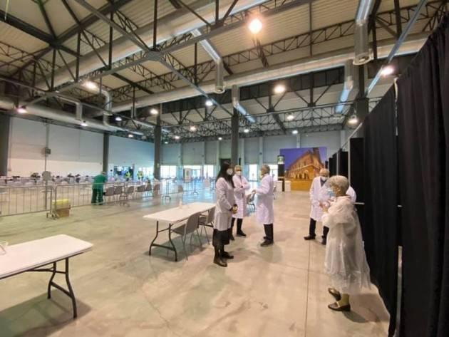 Enrico Madini Primo turno di sei ore all'hub vaccinale di Cremona.