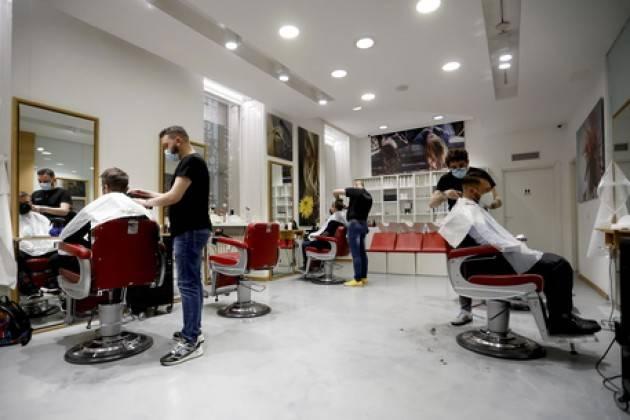Anche a Milano si torna da parrucchiere ed estetista