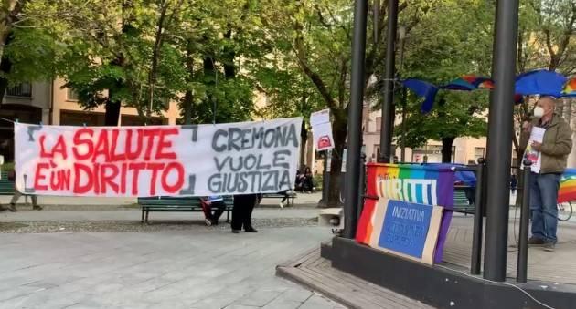 Cremona Riuscito FLASH-MOB SU  DIRITTO ALLA CURA E NO PROFIT ON PANDEMIC (Video)