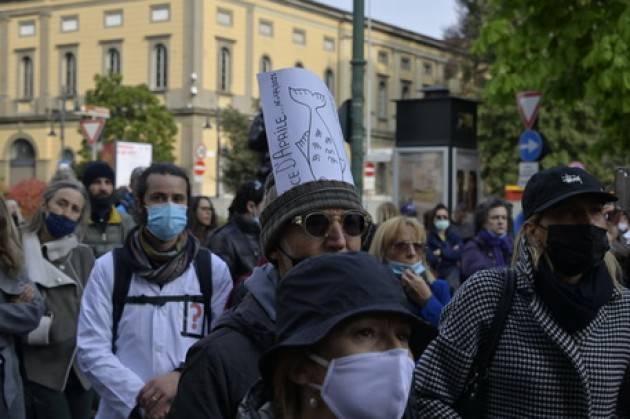 In centinaia in centro a Bergamo, pandemia è fesseria
