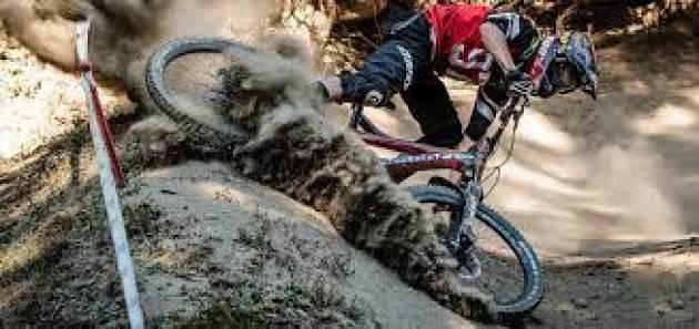 Cade al parco facendo ''downhill'', grave 15enne
