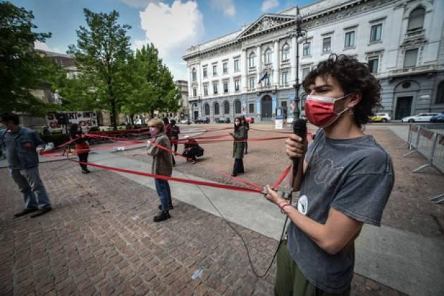 A Milano studenti chiedono incontro con rettori