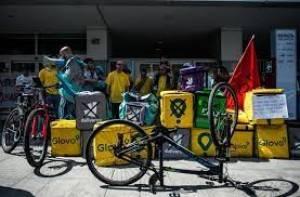Rider insegue, blocca e fa arrestare scippatore a Milano