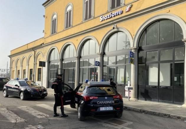 Vandalismi a bazar e a treno