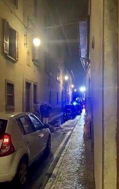 BOMBA CARTA IN VIA SALESIANE: ROTTE FINESTRE E PORTONI - FOTO E VIDEO