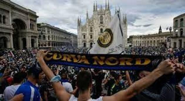 Scudetto Inter, al via festa tifosi. 30mila tifosi nelle strade a Milano