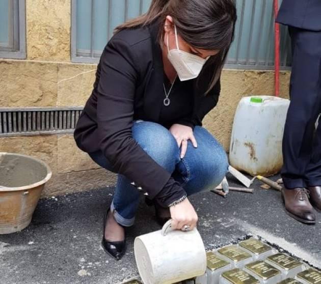 A Firenze la posa delle pietre d'inciampo per i deportati dell'ex ospizio Saadun
