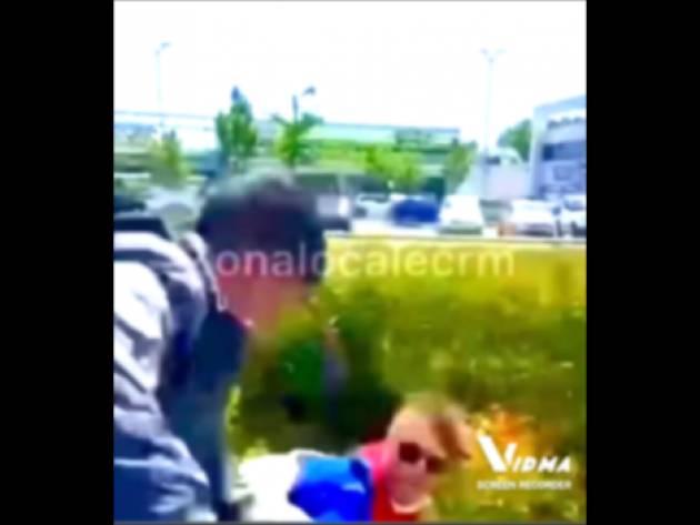 #CREMA  ALTRA RISSA TRA DUE RAGAZZI VIDEO