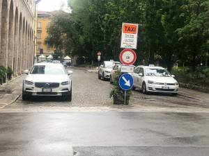 Estensione plateatici in p.zza Roma. Taxi Cna: Misura giusta,ora ottimizzare spazi.