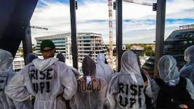 Protesta attivisti in cantiere Eni nel Milanese