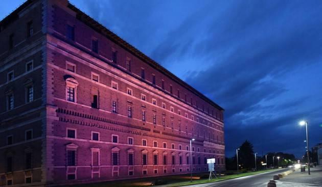 Piacenza Giornata mondiale della Fibromialgia, luci viola per Palazzo Farnese