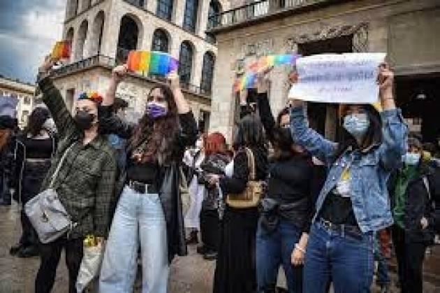 Tensione a Milano tra studenti e forze polizia