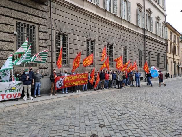 PRESIDIO FIM-FIOM-UILM Fermiamo strage luoghi lavoro 31/5 Cremona (G.C.Storti)