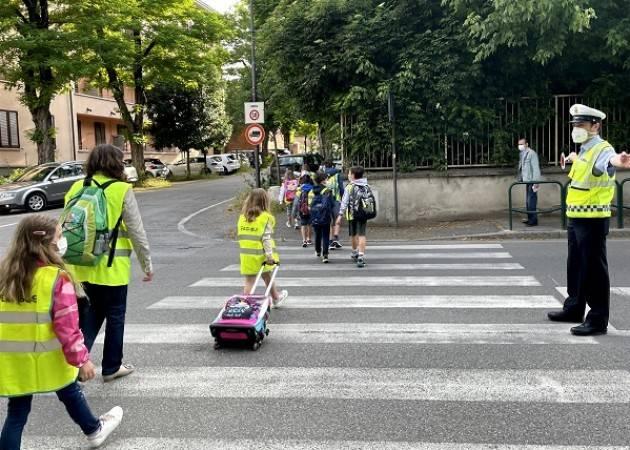 Cremona E' partita sperimentazione piedibus  della scuola Bissolati