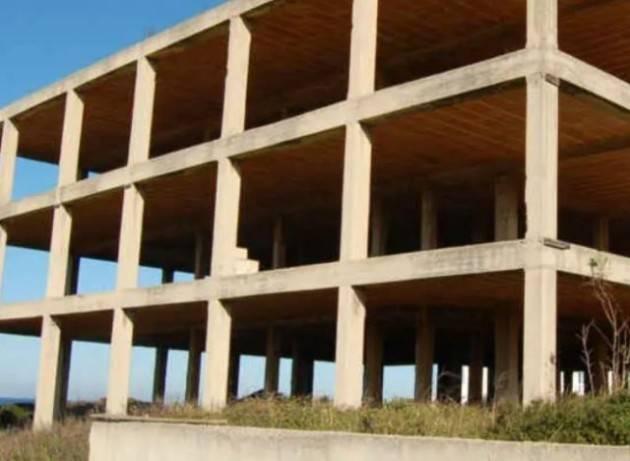 Circolare ministeriale azzera l'efficacia delle nuove norme sulle demolizioni non eseguite dai Comuni