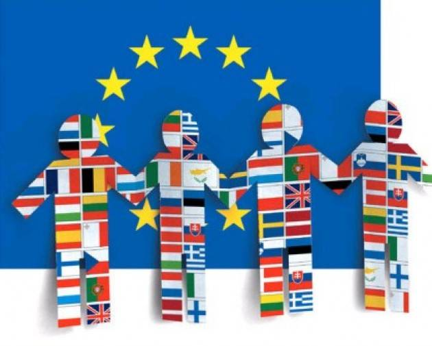 Gli europei hanno un'immagine ampiamente positiva dell'UE ma chiedono più riforme