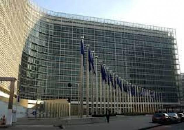 Il Parlamento Ue citerà in giudizio la Commissione per inadempienza