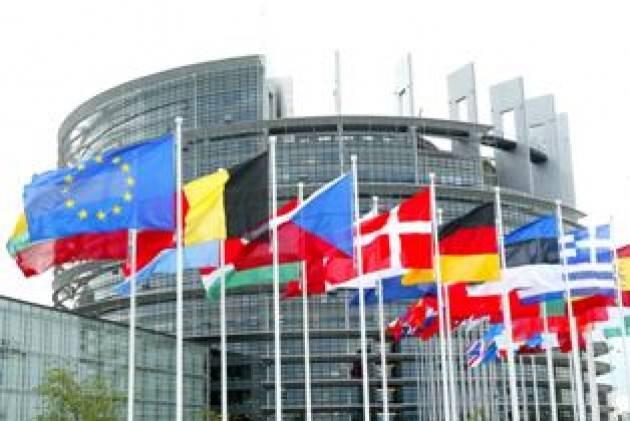 Il PE chiede più sanzioni dopo il dirottamento Ryanair in Bielorussia