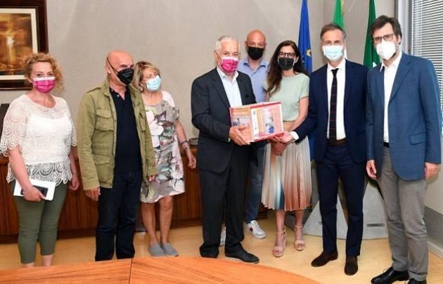 Lombardia, sindacati consegnano 23.600 firme petizione su RSA lombarde