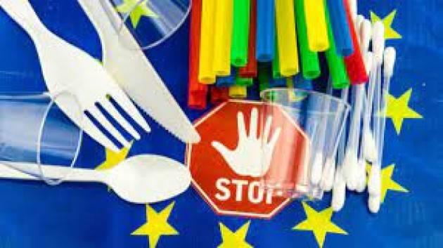 L'insostenibilità della plastica monouso per il turismo