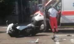 Scontro auto-moto a Milano, grave donna