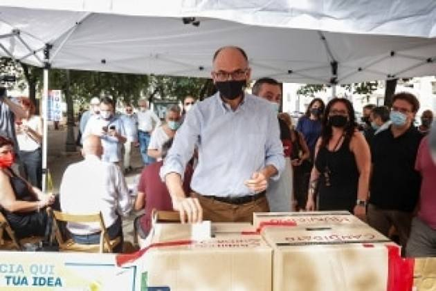 Letta esulta per le  Primarie Pd a Roma e Bologna: la vittoria di Lepore e Gualtieri   Gcstorti