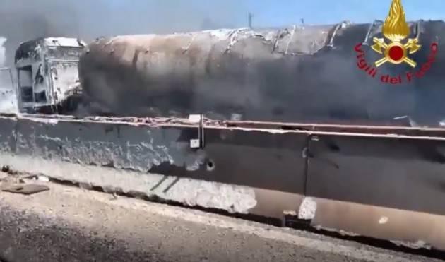 Incidente con camion a fuoco, A1 chiusa nel Piacentino:2 morti