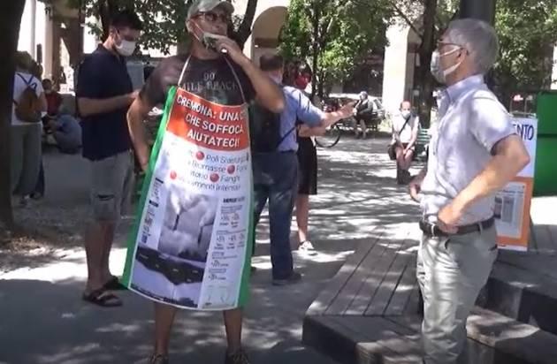 Cremona inquinata 'soffoca' Riuscito  flash mob di mercoledì 23 giugno (Video)