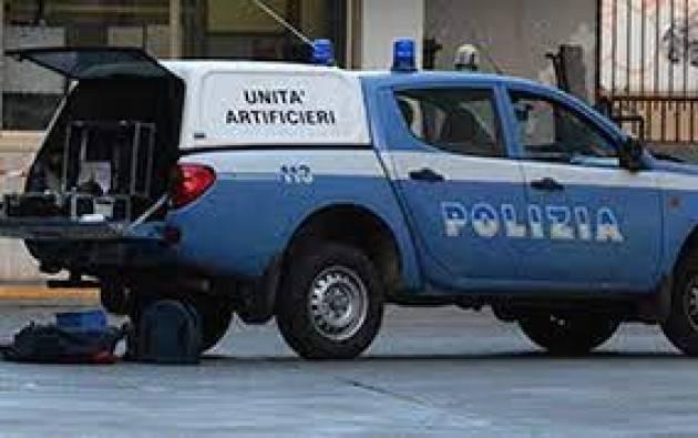 Bomba a mano trovata in un'area cani DI Milano