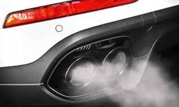 Fine vendita auto inquinanti entro il 2035