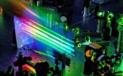 Nano-convertitori ottici ultraveloci comandati dalla luce