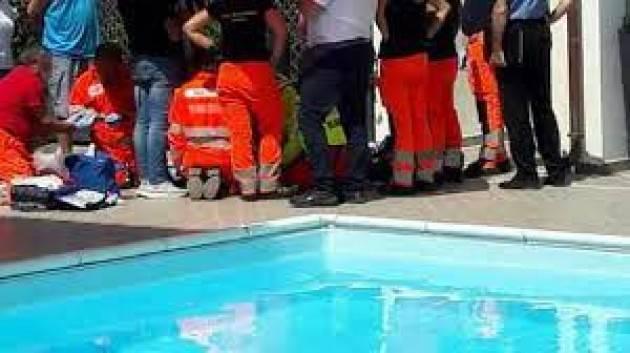 19enne salvato dal bagnino dopo un Malore in piscina a Milano