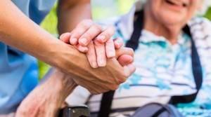 Riforma assistenza anziani non autosufficienti: ecco le 5 proposte