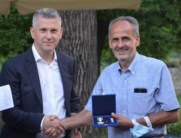 Stella d'Argento  al cremonese Goffredo Iachetti al presidente nazionale dell' EISI