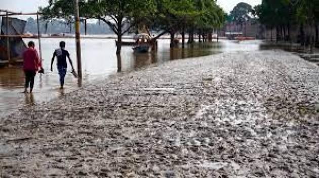 I rischi legati all'acqua dominano l'elenco dei 10 disastri più distruttivi degli ultimi 50 anni